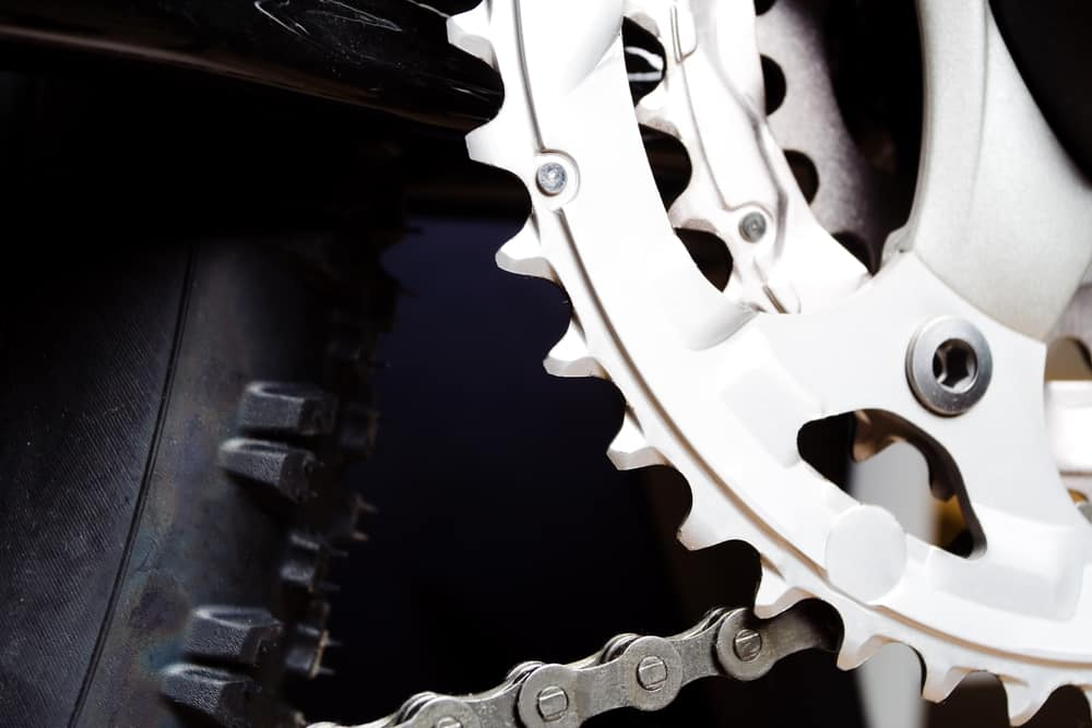Mountain bikes gear and chain on crankset